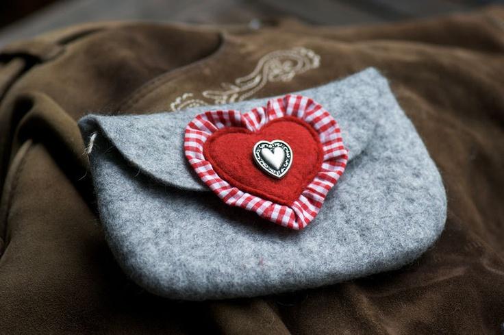 This grey and red dirndl tasche   apron clutch is so sweetly lovely. #dirndl #bavaria #bayern #case #clutch #felt #tracht #German #purse #folk #costume