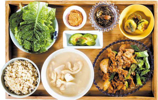 신사동 쌀가게 by 홍신애 / 요리연구가 홍신애가 운영하는 밥집