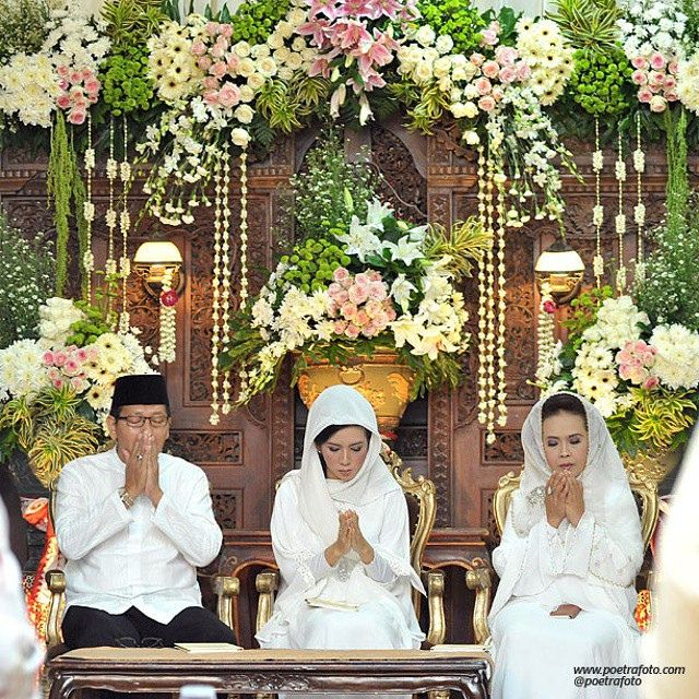 Beautiful #Wedding #Decoration on Puteri+Rifki #Ceremony #Javanese #Muslim Wedding at #Yogyakarta #Indonesia by Poetrafoto, http://wedding.poetrafoto.com/?album_page=4