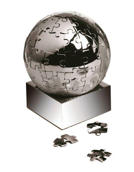 Magnetisk puslespil med 72 brikker. Puslespillet er formet som en globus