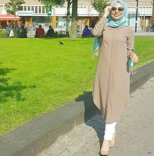 long mocha tunic- How to wear long tunic with hijab http://www.justtrendygirls.com/how-to-wear-long-tunic-with-hijab/