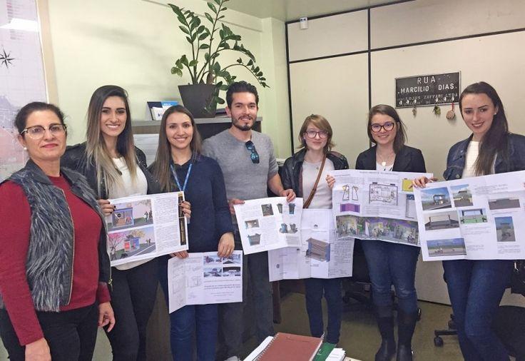 O curso de Arquitetura e Urbanismo da Unoesc entregou, neste semestre, seis propostas de novos pontos de ônibus à Secretaria de Planejamento da Prefeitura de São Miguel do Oeste. Segundo a coorde