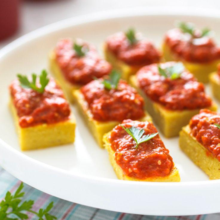 assiette cuisine recette rouge jaune blanc herbe table