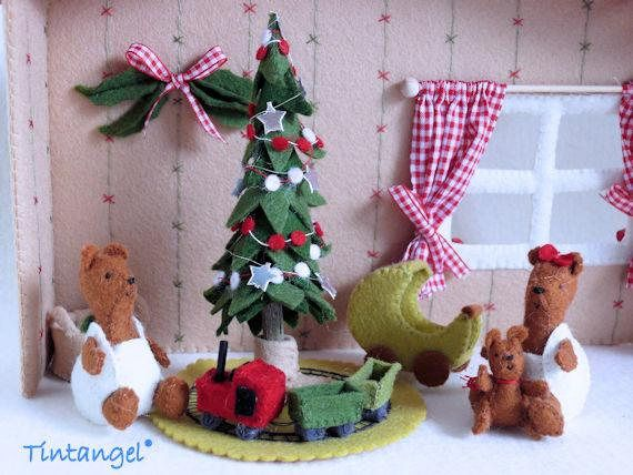 Little Bears with toys - DIY kit So happy with the toys Santa brougth them! The little boy bear is playing with his new train and train track. The little girl bear loves to cudlle her toy bear and drive around with it, in the little toy car. You make it all with the patterns, descriptions