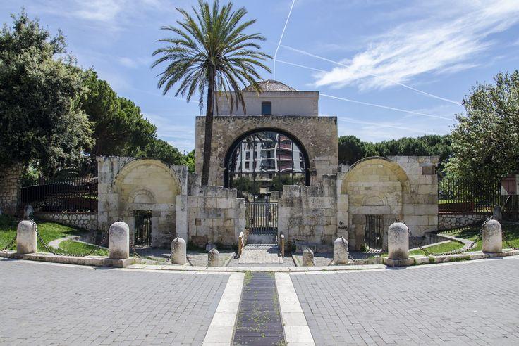 La basilica di San Saturnino è la chiesa più antica di Cagliari ed è dedicata al Santo protettore della città.