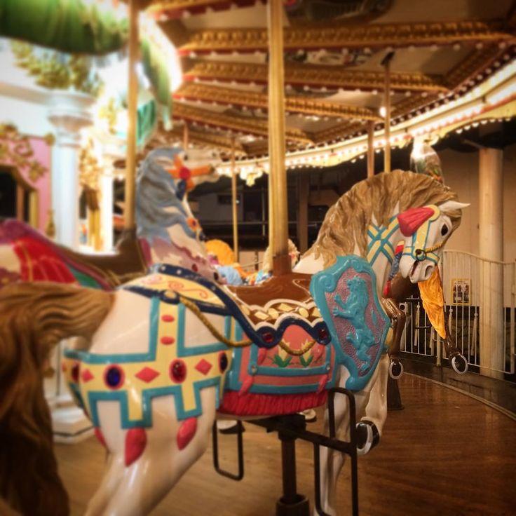 """""""時代はやはり馬! #メリーゴーランド #馬 #花やしき #asakusa #tokyo #japan"""""""