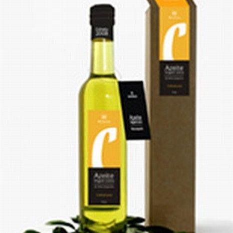 Topkwaliteit olijfolie die in Moncarapacho wordt gemaakt. Ze versturen het ook naar huis