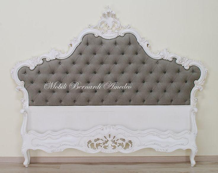 Riproduzione di un letto in stile '700 veneziano, tardo barocco - rococò in legno massello intagliato e laccato bianco avorio anticato. Baroque bed.
