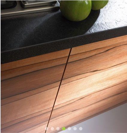fornir jablon indyjska i czarny łupkowy blat