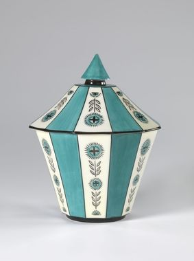 Jar with lid by Nora Gulbrandsen for Porsgrund Porselen. Date 1928