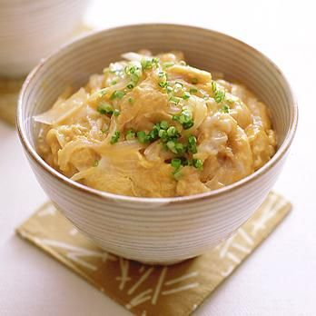 玉ねぎたっぷり卵丼 | 坂田阿希子さんのどんぶりの料理レシピ | プロの簡単料理レシピはレタスクラブニュース