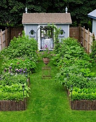 Straw bales - awesome looking garden.