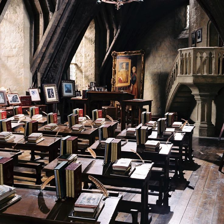 HARRY POTTER AND THE CHAMBER OF SECRETS, Professor Lockhart's classroom, 2002, (c) Warner Brothers