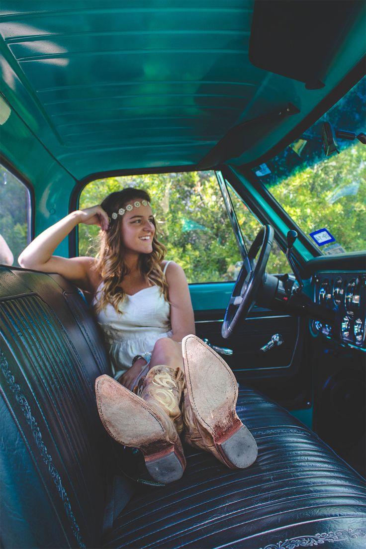 Texas High School Senior Pictures || Argyle, Texas || Senior Girl pose ideas || Country chic || Senior || Senior Pictures || Vintage Truck