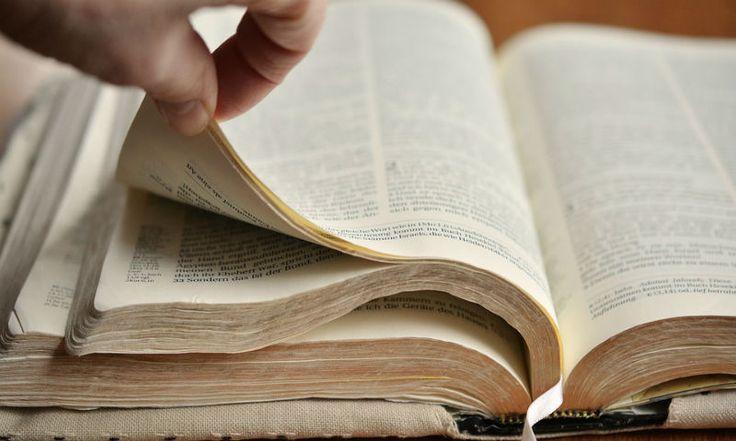 """""""Vocês querem me fazer feliz? Leiam a Bíblia! Éalgo divino, um livro como fogo, um livro por meio do qual Deus fala."""