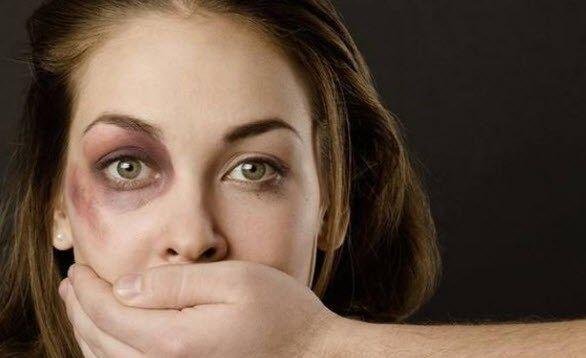 """YES, ANOTHER PUTIN """"ACCOMPLISHMENT"""" Huiselijk geweld niet langer strafbaar in Rusland: """"Vrouwen... - (Het Belang van Limburg)"""