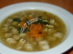 Polévka s kvasnicovými knedlíčky