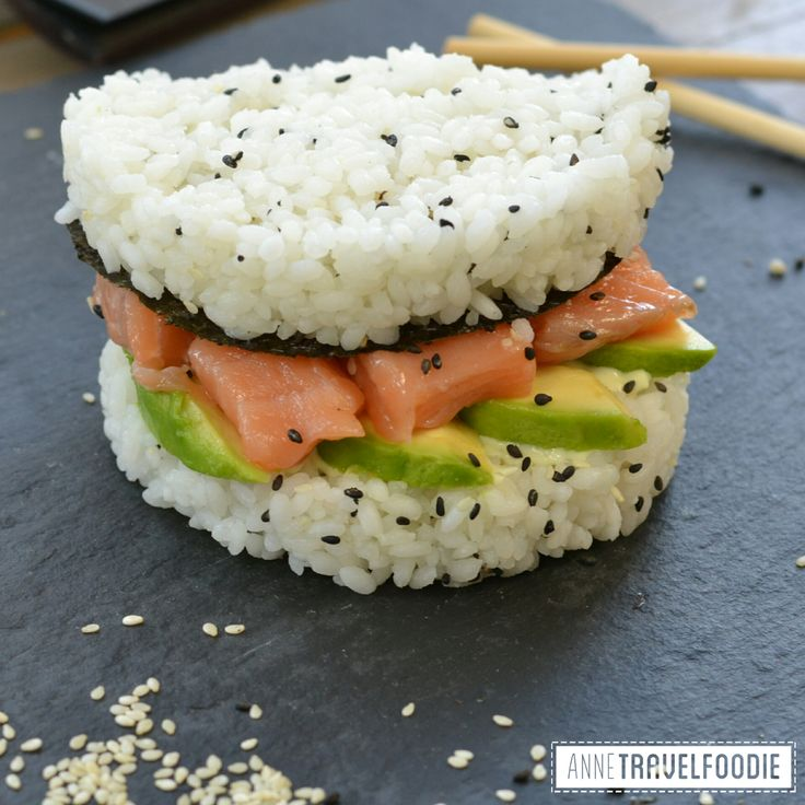 Sushi burger! The recipe of this gluten free sushi burger is now on the blog. This one is with avocado, salmon, sushi rice and nori sheets. So easy to make sushi yourself!