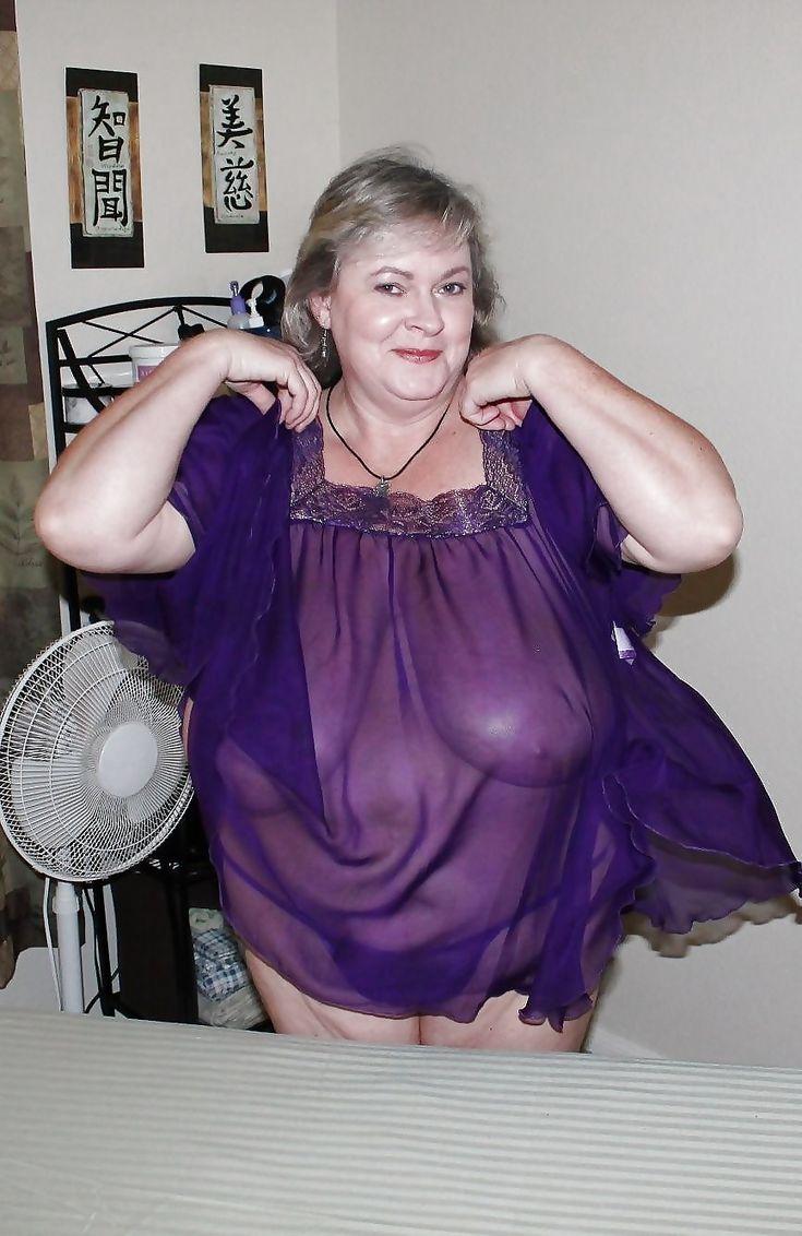 Sheila gives blowjob