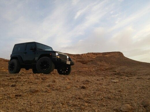 JEEP: Black Wrangler lifted