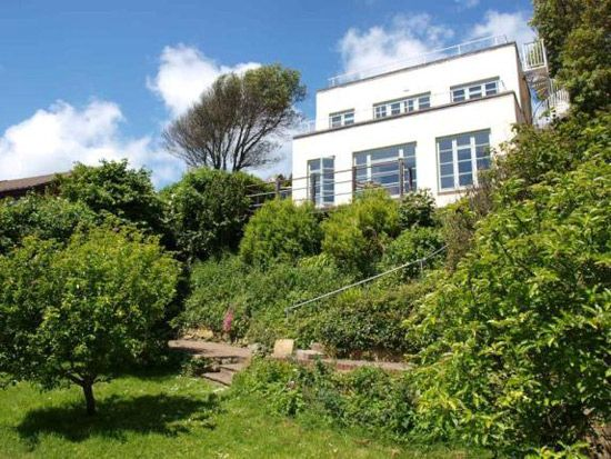 On the market: 1930s art deco property in Ventnor, Isle of Wight on http://www.wowhaus.co.uk