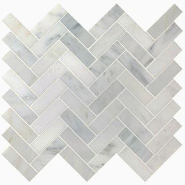Elæegant marmormosaik i grålige nuancer og vinklet opsætning