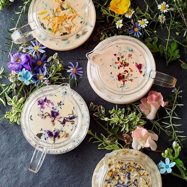"""この春のティースタンドには、ガール気分を盛り上げる""""お花のミルクティー""""が新登場! 紅茶やハーブのミルクティーにお花やハーブをあわせ、色鮮やかに咲く春のお花畑をイメージした「フェアリーズティー」は、個性豊かな4種類。お気に入りの味わいと一緒に、ロマンティックなティータイムを過ごしてくださいね♪ http://www.afternoon-tea.net/topics/2016/160316_ats_new_menu.html #AfternoonTea #tea #spring #flower #milktea"""