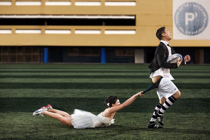 Les photos de mariage académiques vous ennuient ? Certains photographes font preuve d'une créativité débordante. Découvrez ces photos de mariage qui évitent les clichés.