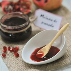 Pomegranate Molasses (in Spanish with translator on the sidebar)
