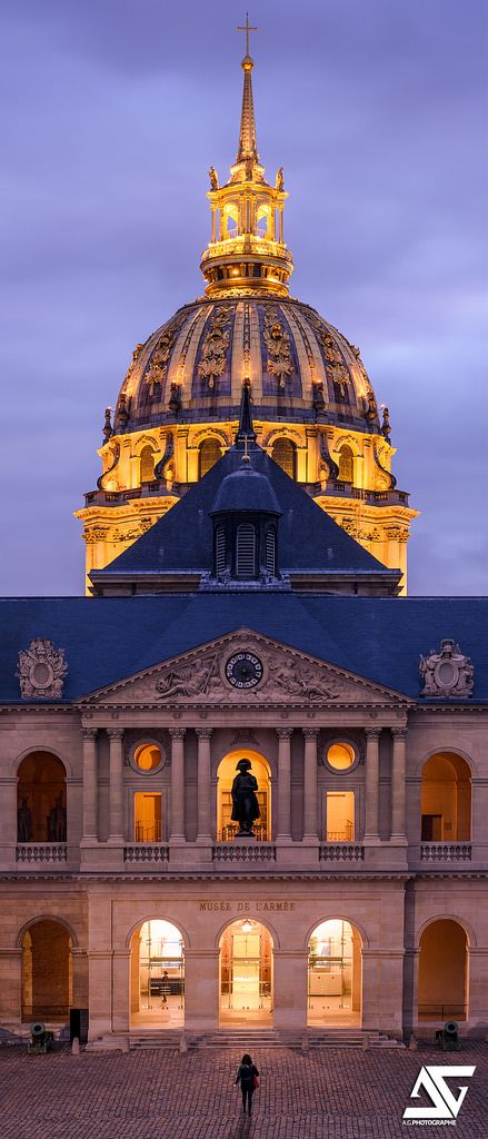 Cour des Invalides, Paris 7e, France