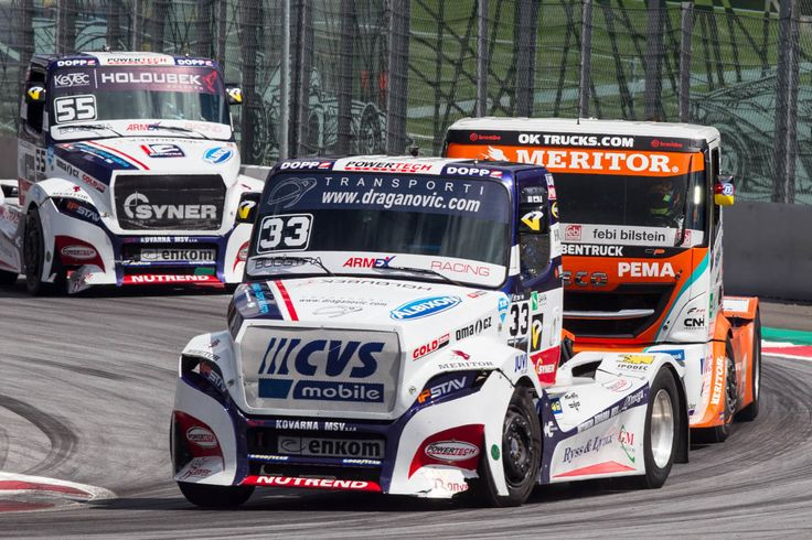 In the sandwich: The two #Freightliner race trucks take Gerd Körber's Iveco in their middle.  #trucks #trucker #truckdaily #truckin #trucklife #trucking #truckdriver #instatruck #instatrucks #trucksofig #trucksofinstagram #truckstagram #truckspotting #championship #racing #motorsport #etrc #fiaetrc #circuit #track #iveco #freightliner #sandwiched
