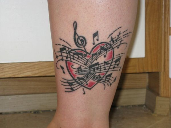 tattoo motive bein tattoo herzen musik