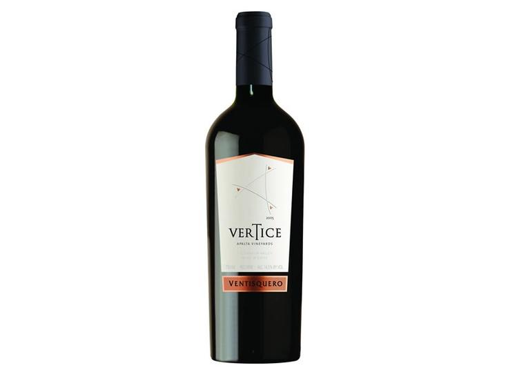 Vértice se basa en una elegante mezcla de las delicadas uvas del Carmenere y la fuerza del Syrah del Valle de Apalta