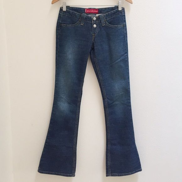 """Levi's 520 Too Superlow Stretch Flare Jeans Love these but a little too small for me.  Flare is the jeans for the season.  Super cute with high heels or boots and a sweater or top.  6.5"""" rose and 31"""" inseam.  87% cotton 12% polyester 1% Lycra. Levi's Jeans"""
