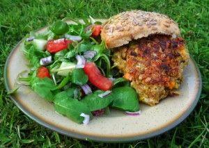 Quick and Easy Veggie Burger Recipe and more veg burger recipes on MyNaturalFamily.com #recipe #vegan