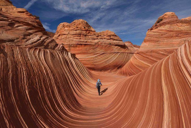 Dette er sandsteinformasjonen «The Wave» som ligger i området Coyote Buttes ved Page i Arizona i USA. På grunn av den sårbare naturen får bare 20 mennesker lov til å besøke området daglig.