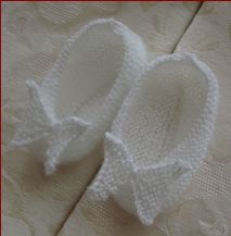 Knitting pattern for 3ply or 4ply baby shoes with a butterfly.