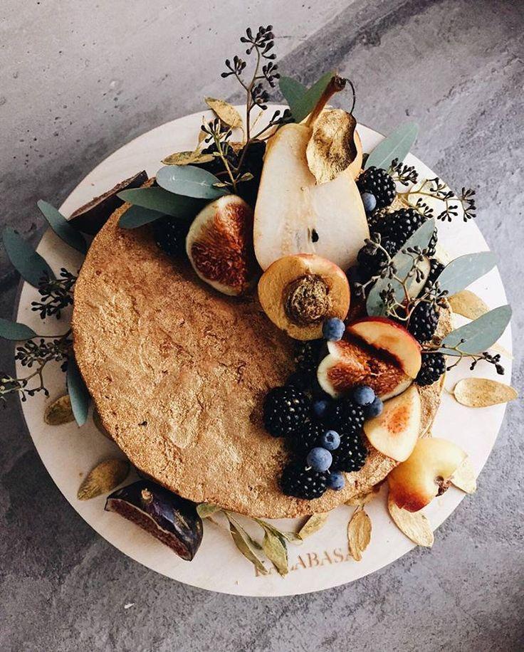 """1,141 Likes, 5 Comments - 🎂 Торты на заказ, кондитерская (@kalabasa) on Instagram: """"Золотистый, фруктовый, солнечный и чуть-чуть осенний торт поднимает настроение в любой день!💛 // Мы…"""""""