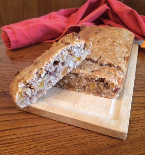 Plumcake vegano con mandorle, datteri ed albicocche secche