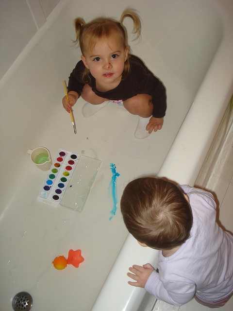 toddler fun watercolors in the bathtub do much cleaners do right before bathtime tips. Black Bedroom Furniture Sets. Home Design Ideas
