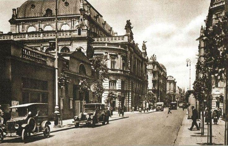 Na profilu Warszawa Przedwojenna ukazały się zdjęcia ulic przedwojennej Warszawy. Kolekcja 16 fotografii ukazuje najpopularniejsze ulice w Śródmieściu. Zdjęcia wykonano w latach 20. i 30. XX wieku - mówią autorzy strony.