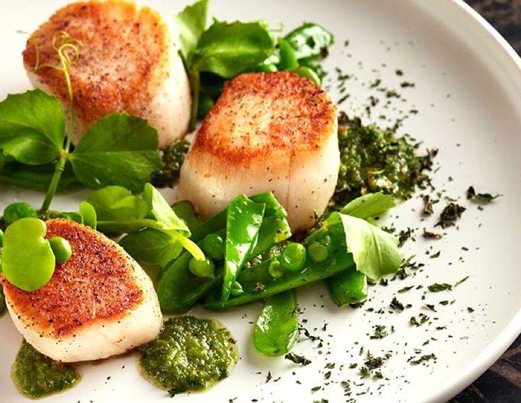 Deniz Tarağı / Sea Scallop ile fesleğen yaprağı, fesleğen sos ve degişik baharatlar öğlen yemeklerinde ideal seçim olabilir.  Deniz ürünlerine lezzet katacak tüm sos ve baharatları www.nefisgurme.com'u ziyaret ederek sipariş verebilirsiniz.   #nefisgurme #nefis #nefistarifler #leziz #lezzet #lezizsunumlar #gurme #gurmelezzetler #ayvazsef #ayvazakbacak #bimutfakikisef #ozlemmekik #istanbuldayasam #istanbulbloggers #unlusef #blogger #yemek #food #foodgasm #foodporn #foodstagram #bonapetit…