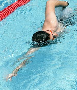 Vous allez souvent à la piscine mais vous ne parvenez pas à progresser ? Bien respirer, choisir son matériel, planifier ses séances... Tous nos conseils pour optimiser votre séance de natation.