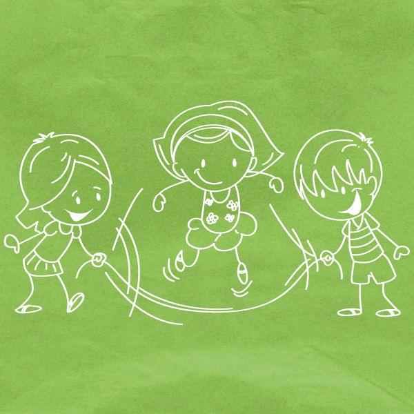 """Touwtjespringen Je kunt touwtje springen in je eentje, met zijn tweeën of met zijn drieën zelfs met zijn vieren en meer! Draai rondjes met het touw en probeer er zo vaak mogelijk overheen te springen zonder af te gaan. Hoe sneller hoe beter! Ben je met drie kinderen of meer? Spring dan in het draaiende touw er weer uit. Zing er dit liedje bij. """"In spin, De bocht gaat in, Uit spuit, De bocht gaat uit."""""""
