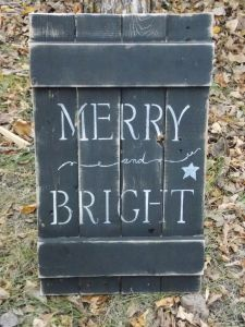 """""""Merry and Bright""""Pallet wood sign."""