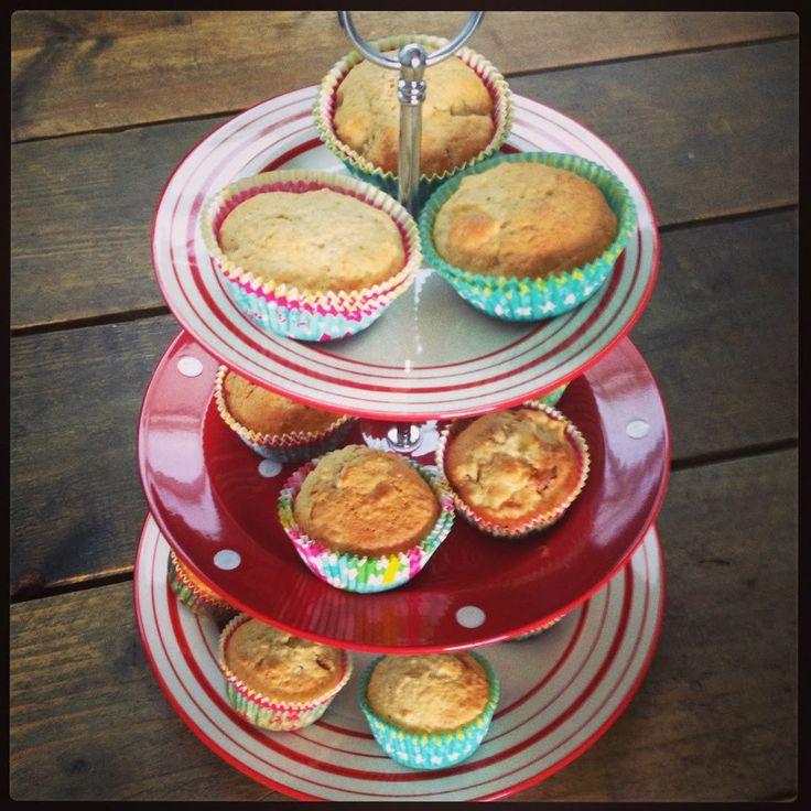 gezonde muffins met havermout, appels en rozijnen? Wat nodig? 75gr margarine op kamertemperatuur 100gr suiker 1 ei 2 koffielepels vanille-essence 1 appel 180gr ongezoete appelmoes 50gr …