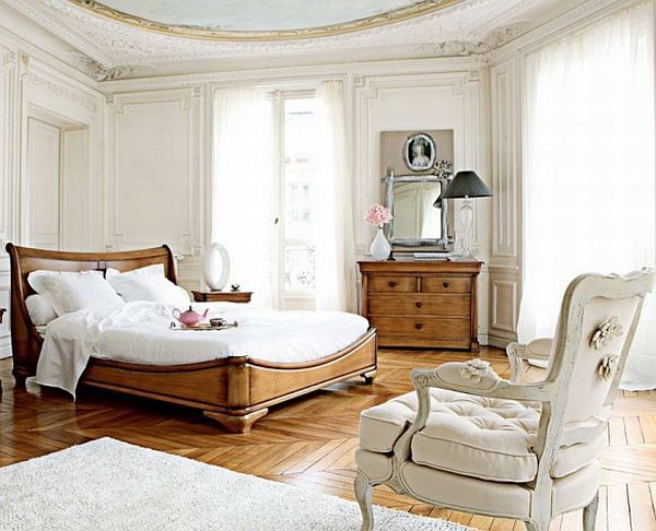 This medieval-inspired bedroom also has a modern touch visible in the overall simplicity of the décor