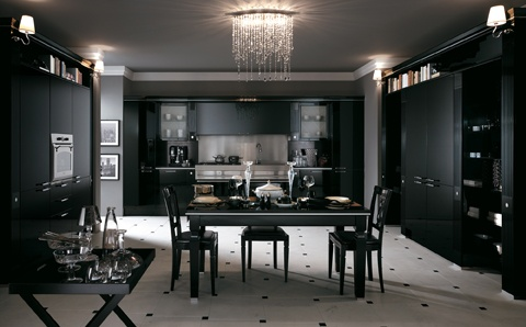 A new backdrop for  the most ancient of traditions: this sums up Baccarat in black gloss lacquered version. A kitchen for classy interiors with unusual  pillar fronts, bevelled plate glass, metal inserts, metal or methacrylate handles and boiserie panels.