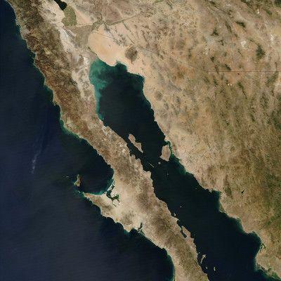 Якій країні належить Каліфорнійський півострів? Мексиці! Півострів має довжину 1247 км і ділиться на два мексиканських штати Північну Нижню Каліфорнію і Південну Нижню Каліфорнію. Каліфорнія малонаселена через відсутність зручних зв'язків з іншою частиною країни, гірську місцевість і клімат пустелі.