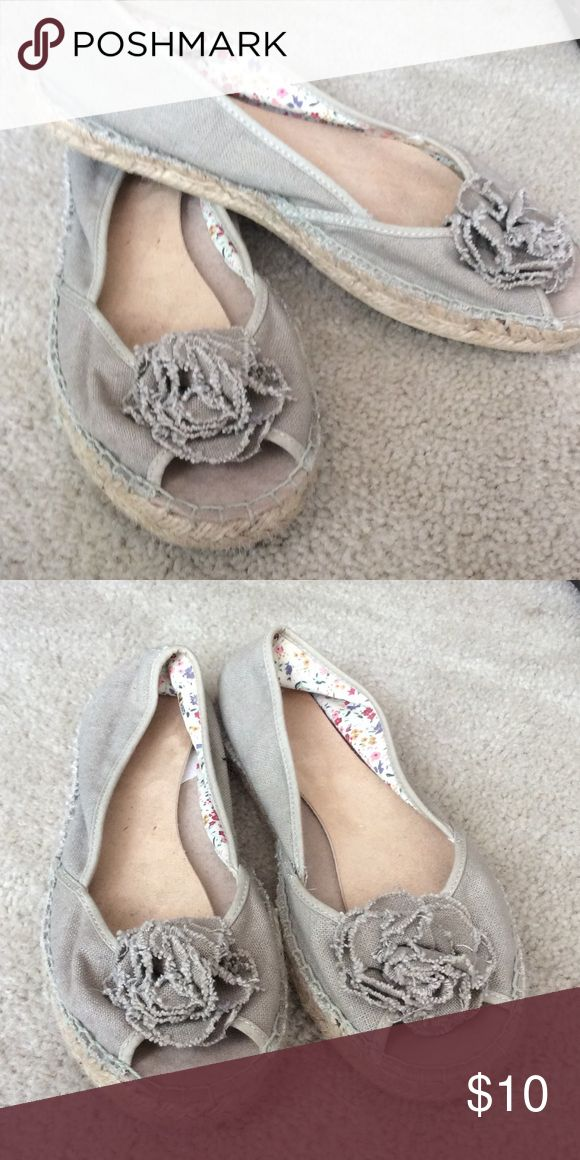 Espadrilles Natural Beige Peep Toe W/flower detail Very cute neutral beige espadrilles style shoe with floral lining. Very cute and comfortable little summer shoe. Clean and smoke free home. MIA Shoes Espadrilles